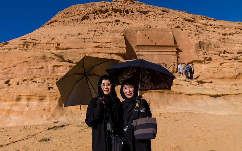 Saudi starts granting online tourist visas, drops dress code for foreign women
